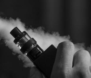 Електронні сигарети небезпечніші за традиційні. «Експеримент на курцях»