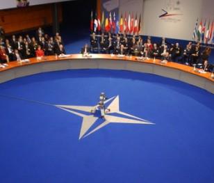 НАТО закликає знизити градус напруження на Близькому Сході