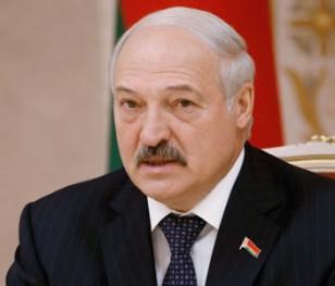 Лукашенко: «Я готовий поділитися повноваженнями, але не під тиском вулиць»