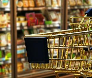 Французька влада заборонила продаж «зайвих» товарів у супермаркетах