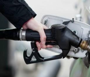 Нафта дешевшає, але на польських заправках ціни не падають