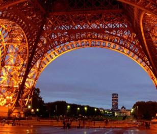 Паризькі журналісти викрили нелегальні вечірки для кількох сотень людей