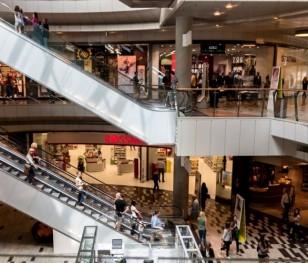 Відзавтра в польських торгових центрах працюватимуть магазини
