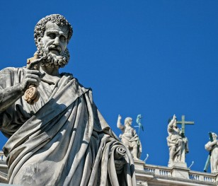 Папа подарував тести безхатькам