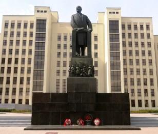 Олександр Лукашенко хоче змусити працювати безробітних