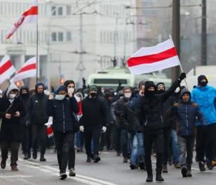 На протестах у Мінську затримано понад 300 осіб
