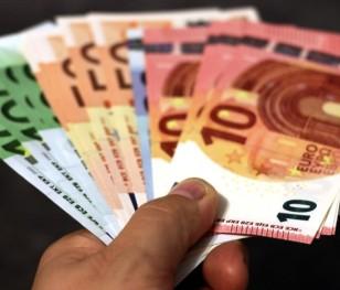 Гірськолижні інструктори з італійського П'ємонту отримають по €2 тис.