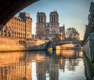 Французький єпископ вважає, що складно передбачити завершення відбудови собору Паризької Богоматері