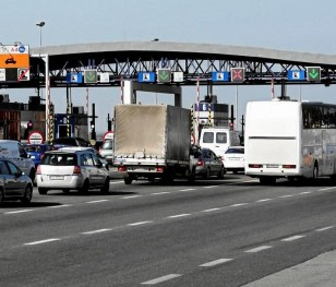 На польсько-українському кордоні затримали сотню іноземців із підробленими документами