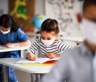 99,3 % польських шкіл працюють у стаціонарному режимі