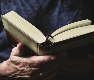 Як багато поляків читають книги? Результати звіту найкращі за шість років