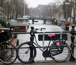 Holandia po raz pierwszy od II wojny światowej wprowadza godzinę policyjną