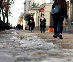 У Кракові тротуари почали посипати кавовою гущею