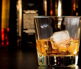 Поляки купують усе дорожчі алкогольні напої