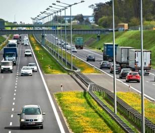 Мережа швидкісних доріг і автострад у Польщі збільшилася на 40 % за п'ять років