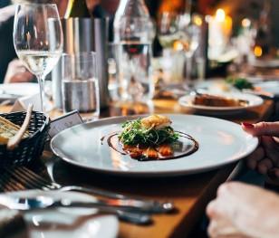 У Польщі відкрили ресторан попри заборону. Що буде далі?