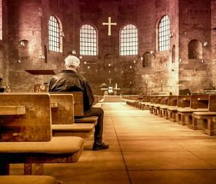 У польських церквах зможе перебувати більше вірян