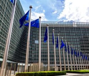 Єврокомісія розширила заборону експорту вакцини поза межі ЄС