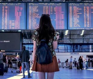 Польське МЗС закликає уникати закордонних поїздок