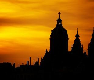 Новий додаток для католиків. «Дороговказ» мес і молебнів у Польщі