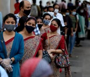 W Indiach wirus rozprzestrzenia się jak pożar