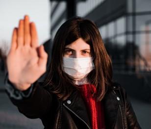 Міністр закликає поляків носити маски в натовпах та закритих приміщеннях