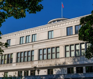 Сенат Польщі ухвалив підвищення зарплати президенту і посадовцям органів самоврядування