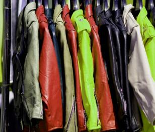 Скільки тонн одягу поляки викидають у сміття?
