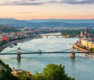 Угорщина ухвалила обов'язкову вакцинацію для медичних працівників