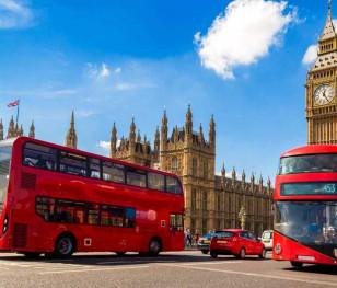 У Великобританії різко зростає кількість хворих, але рівень госпіталізацій падає