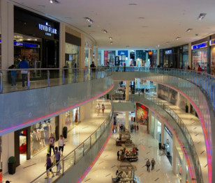 Польські магазини ставатимуть дедалі меншими