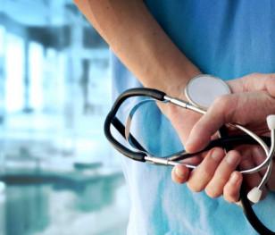 Polscy lekarze daleko w ogonie płac