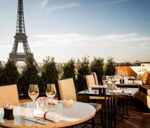 Francja: Właściciele restauracji i kawiarni zrozpaczeni z powodu przepustki sanitarnej