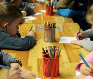 Майже всі польські дитсадки і школи працюють стаціонарно