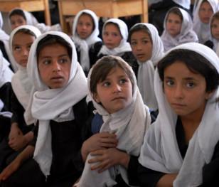 На півночі Афганістану учениці повернулися до шкіл
