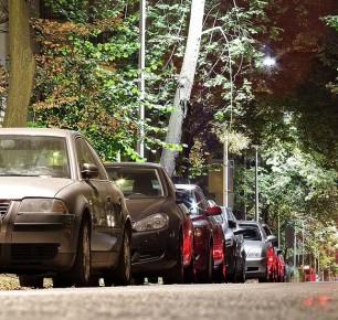 """W Warszawie jest już więcej samochodów niż mieszkańców. """"Bardzo wysoki wskaźnik nasycenia pojazdów z tendencją rosnącą"""""""